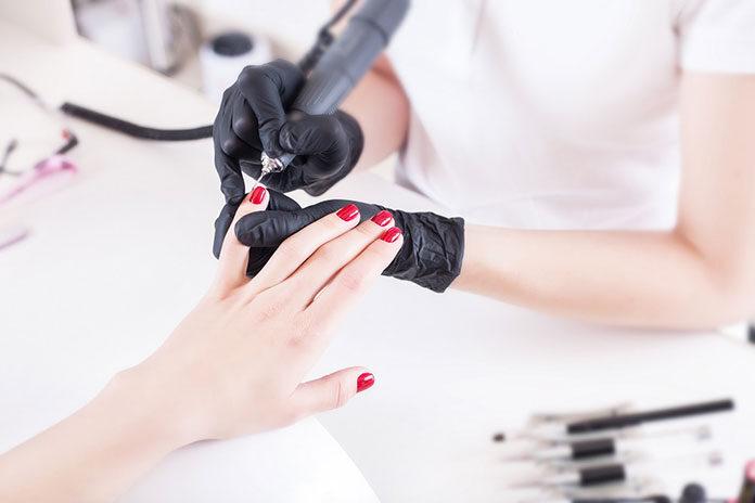 Dlaczego warto sięgnąć po frezarkę do paznokci